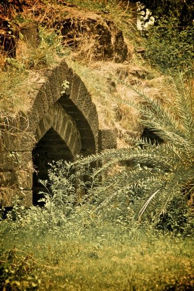 Arches, Daulatabad Fort.jpg